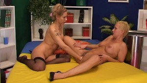 Horny lesbian gets her pussy l
