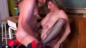 Cute chubby pornstar Kitty Lee loves to fuck
