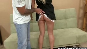 Casual sex with MILF beauty