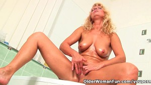 Granny in lust masturbates in bathroom