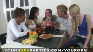 Young Sex Parties - Teens fucking three-on-two