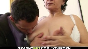 Granny tourist is picked up for cock sucking and riding