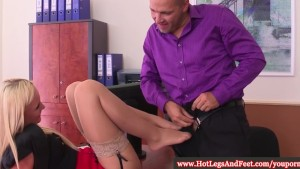 Vanda Lust uses her feet and mouth