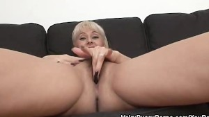 Daria Wants Her Hairy Pussy Fingered And Licked