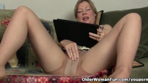 Mom s pussy gets so wet in pantyhose
