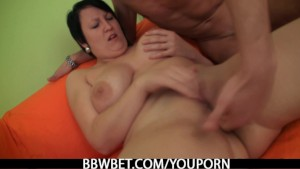 Hot plumper enjoys pussy fingering and cock riding
