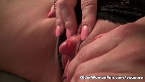 Milf Raquel s big clit needs attention