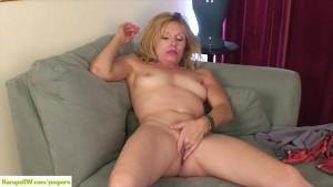 Mature Babe Holly Jones Masturbates
