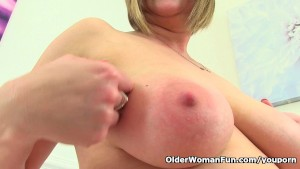 British mom April fingers her