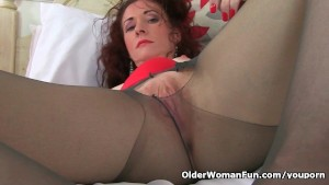 English milf Scarlet loves masturbating in nylon tights