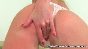 British milf pussy gets a workout
