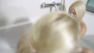 Blonde babes tryout double dildo