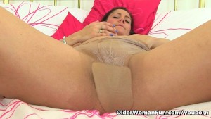 British mum Leia in nylon tights
