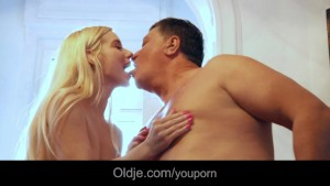Nasty blonde babes worship old man in dirty threesome