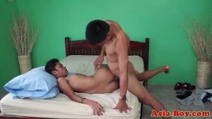 Asian twink bareback fucking before cumshot