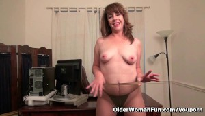 American milf Tracy works her