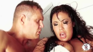 LECHE 69 Ass handling London Keyes