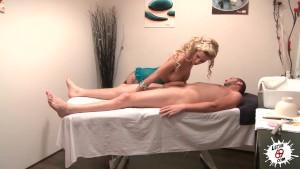 LECHE 69 A cock blowing massage