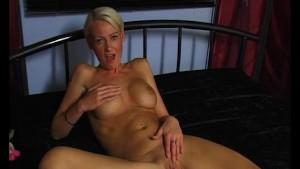 Busty blondie rubbing and cumming - Julia Reaves