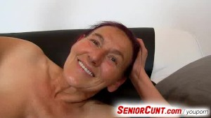 Senior pussy fingering by a guy feat. granny Linda