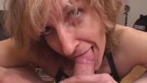 Amateur Mom gives blowjob with