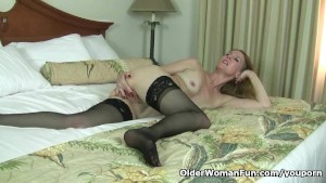 American milf Lacy needs to rub one out