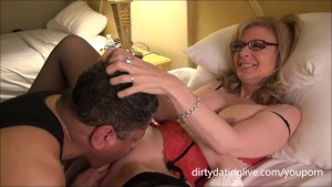 Nina Hartley meets DapperDan at Exxxotica Uses his face for cuntlick lesson