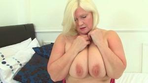 British granny Lacey Starr fucks a dildo