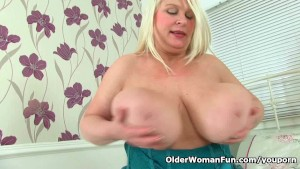 British milf Sammy Sanders plays with her big tits