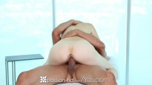 Passion-HD - Tommy gets Naveen Ora oiled up for her a hot massage