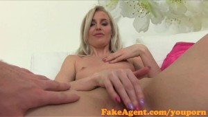 FakeAgent English babe fucks i
