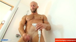 Full video: A innocent delivery guy serviced his big cock by a guy!