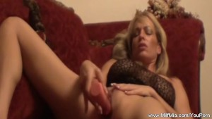 MILF Mia On The Couch Pussy Time