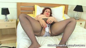 British milf Vintage Fox rips