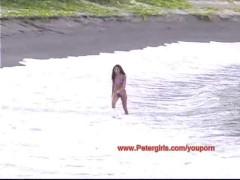 Hawaiian bikini babe on the beach masturbating
