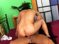 Middle-aged Linette fucked by younger guy