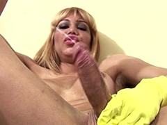 Yellow rubber gloves make this big shecock hard and squirt