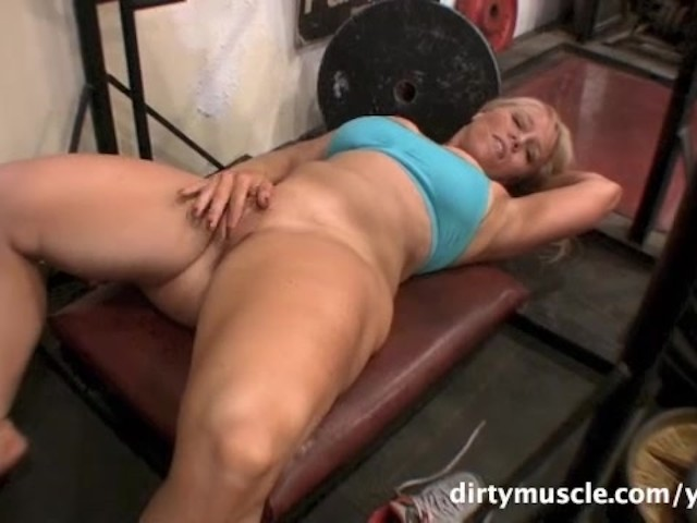 Genie naked squats 2 of 2 7