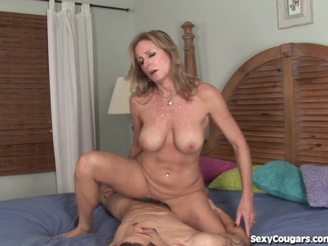 Youporn mature blonde gets out of the shower to suck a young cock 3