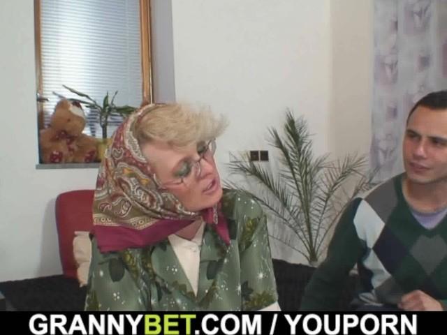 Samotna babcia w potrzebie