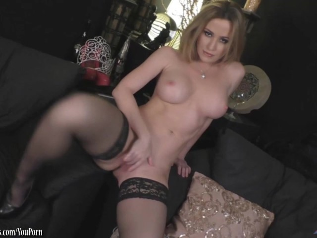 Angela Sommers strips playing with that pussy