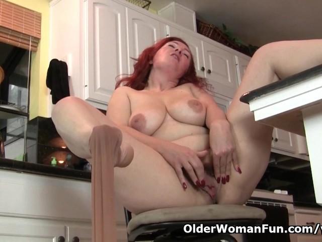 Podniecający pokaz słodkiej mamulki