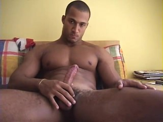 UNCUT BODYBUILDER FROM BRAZIL...
