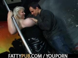 He bangs  fat pussy...