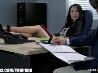 office-assistant-asa-akira-shows-her-boss-her-flexibility