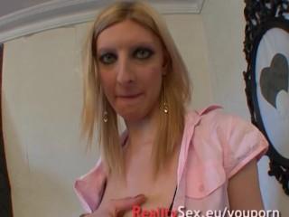 Une mature qui se fait bien enculer Elle aime anal ! French amateur