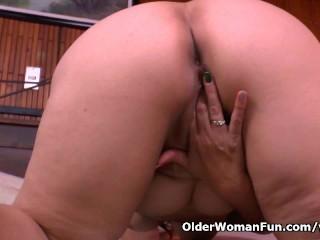 Granny Maribel s cleaning turns into a masturbation fest