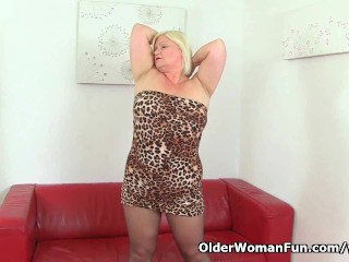image British granny lacey starr wears stockings and fucks a dildo