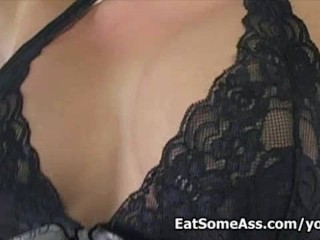 Blonde bunghole andi anderson savors ass crack nasty...