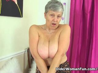 British granny Savana loves showing off her fuckable body
